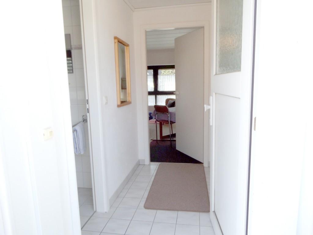 bilder der kleinen wohnung ferienwohnungen schlangen. Black Bedroom Furniture Sets. Home Design Ideas